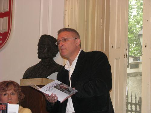 Драган Јовановић Данилов говори на промоцији Дисовог пролећа у Београду