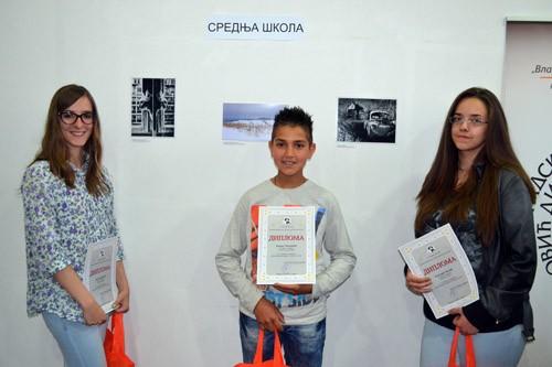 Награђени ученици у категорији средњих школа